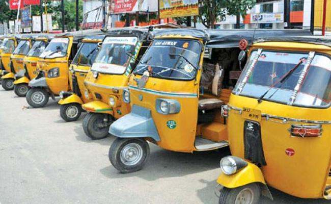Auto Drivers Protest Against Private Financiers In Hyderabad - Sakshi