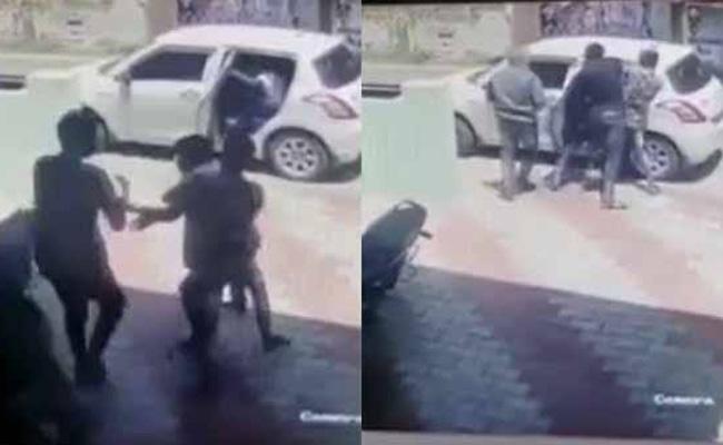 Tamil Nadu minister Udumalai Radhakrishnan PA kidnapped, Caught On Camera - Sakshi