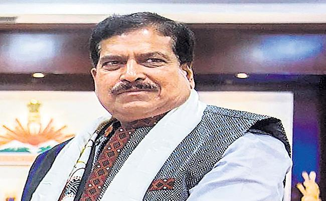 Union Minister of State for Railways Suresh Angadi dies of COVID-19 - Sakshi
