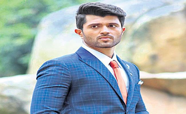 Vijay Deverakonda To Play Wing Commander Abhinandan Varthaman biopic  - Sakshi