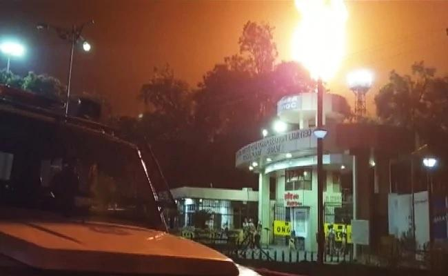 Massive Fire Breaks Out At ONGC Plant In Surat - Sakshi