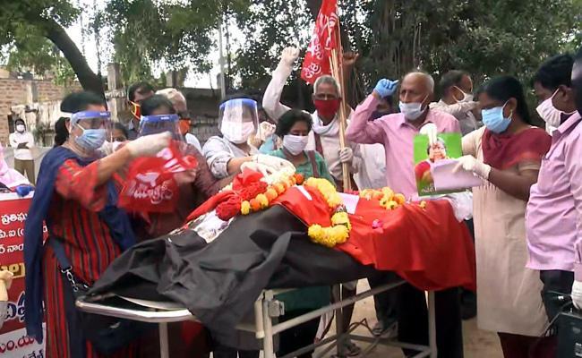 pyla Chandramma Funerals Completed In Vishaka - Sakshi