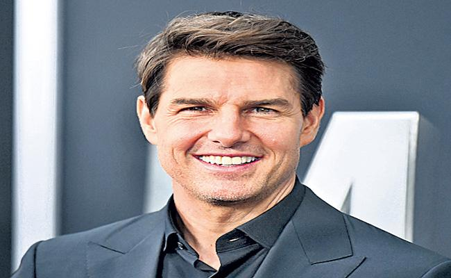 Doug Liman To Direct Tom Cruise Outer Space Shot Movie - Sakshi