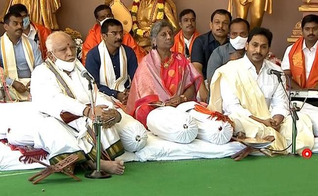 CM YS Jagan And Yeddyurappa Participated In Brahmotsavam Tirumala - Sakshi