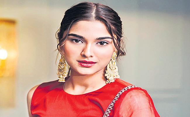 Saiee Manjrekar to make Telugu film debut with Adivi Sesh - Sakshi