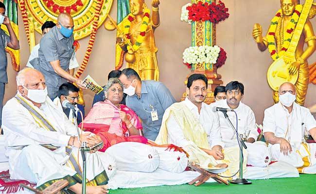 YS Jagan Mohan Reddy Participated In Sundarakanda Parayanam At Tirupati - Sakshi