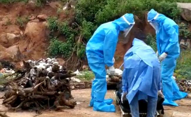 Coronavirus Deceased Body Exchanged Pravite Hospital - Sakshi