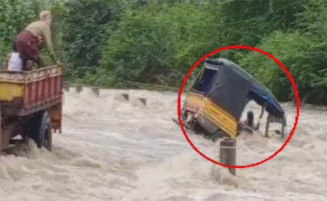 Heavy Rainfall In Mahabubnagar, Minister Supervising Situation - Sakshi