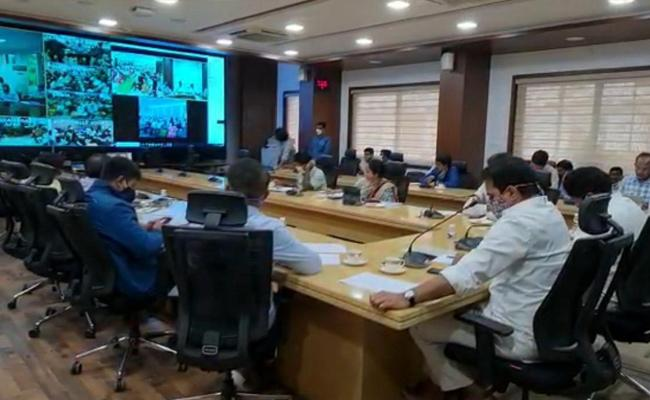 Minister KTR Video Conference On Revenue Issues - Sakshi