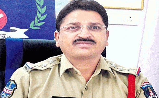 ACP Narasimha Reddy Second Locker Empty In Hyderabad - Sakshi