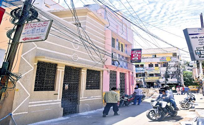 SP Balasubrahmanyam Nellore own house to Kanchi Kamakoti Peetham - Sakshi