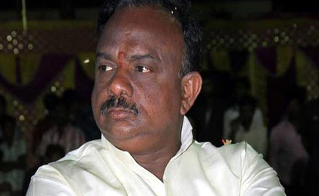 Revenue Officers Raid On Peela Govinda Satyanarayana Home At Visaka - Sakshi