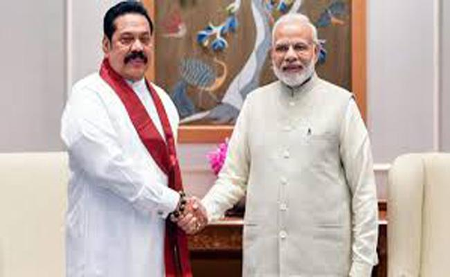 Narendra Modi holds talks with Sri Lanka PM Mahinda Rajapaksa - Sakshi
