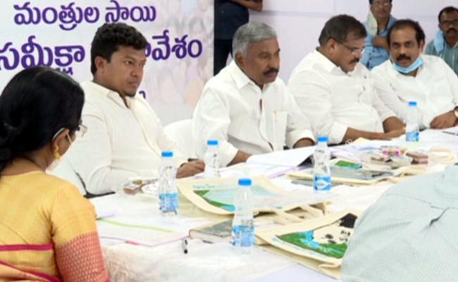 AP Ministers Review Meeting On YSR Cheyutha Scheme - Sakshi
