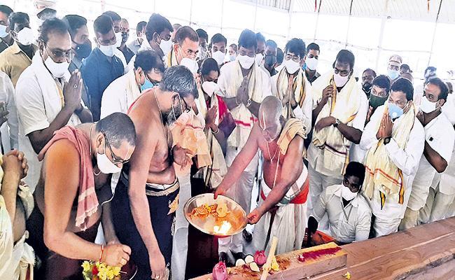 Antarvedi chariot construction begins - Sakshi