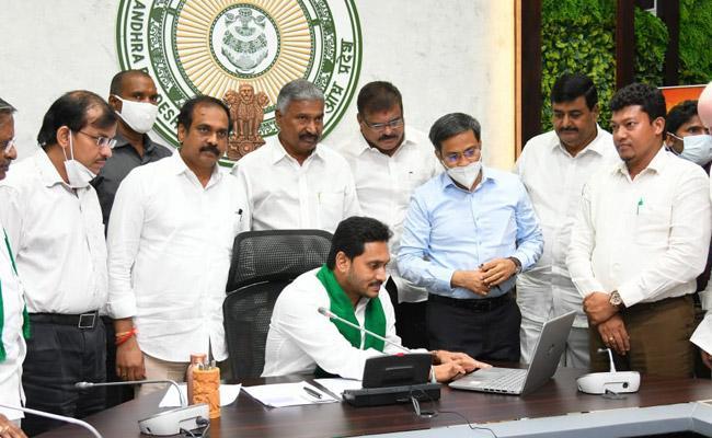 CM YS Jagan Launches YSR Jalakala Scheme For Free Borewells - Sakshi