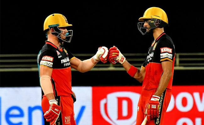 Royal Challengers Bangalore Won Against Mumbai Indians In Super Over - Sakshi