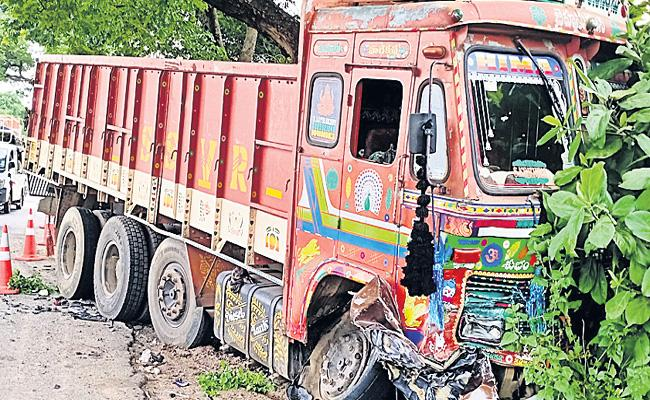 Five Youth Deceased In Road Accident In Warangal - Sakshi