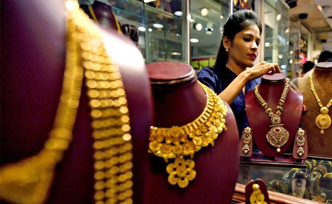 Gold, Silver prices recover in MCX and New York Comex - Sakshi