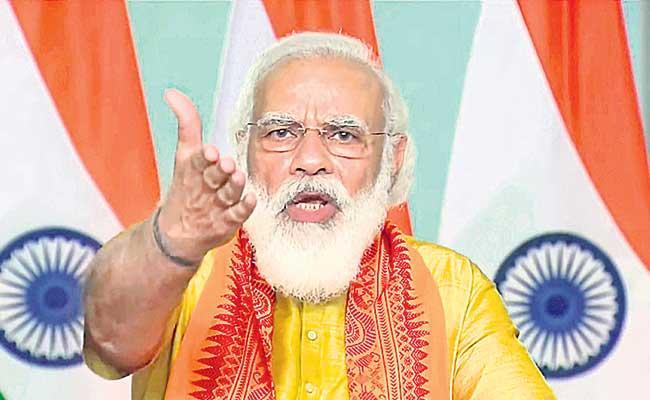 PM Narendra Modi Fires On Opposition Parties - Sakshi