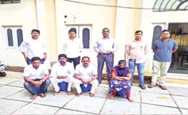 Fake Employment Fraud Gang Arrested In Bellampalli - Sakshi