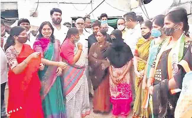 Seethakka Demands Death Penalty For Accused Minority Girls Deceased - Sakshi