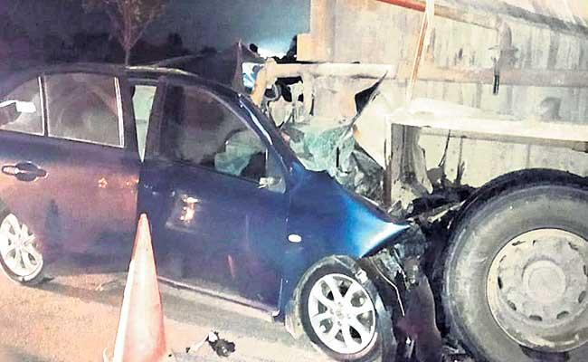 Three People Died In Road Accident At Pragnapur Siddipet District - Sakshi