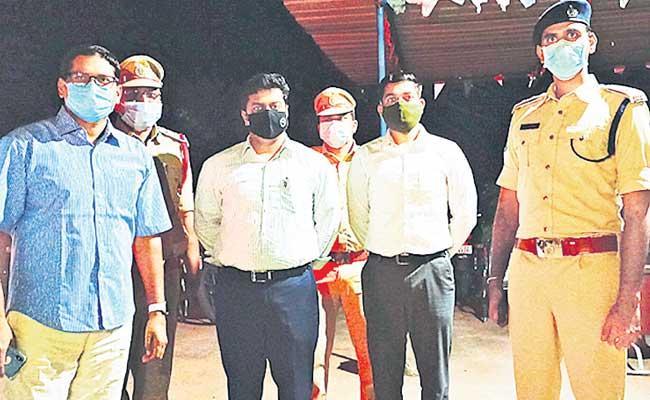 IG Nagi Reddy Visited Police Stations In Adilabad - Sakshi