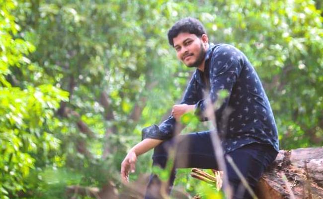 Young Man Last Breath By Jumping Into Krishna River At Paritala - Sakshi