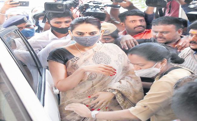 Kannada actress Ragini arrested in Sandalwood drug case - Sakshi