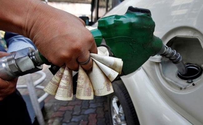 Petrol Scheme In Andhra Pradesh And Telangana Says Sajjanar - Sakshi