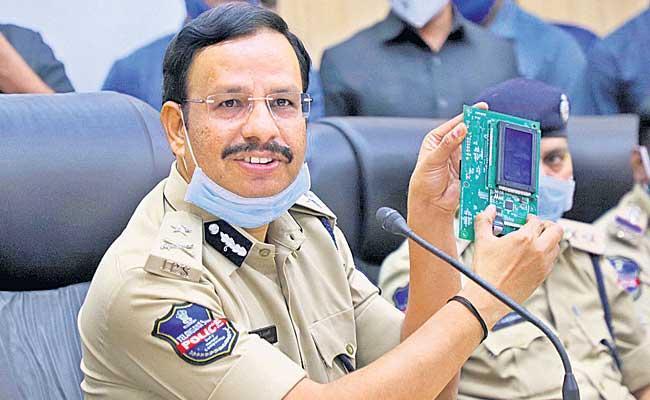 City Commissioner Sajjanar Speaks About Petrol Bunk Chip Fraud - Sakshi