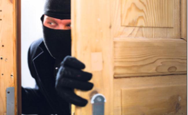 Man Turned Into Thief Due To Coronavirus - Sakshi