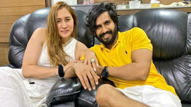 Gutta Jwala Engaged With Hero Vishnu Vishal - Sakshi