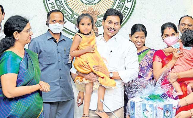 YS Jagan Mohan Reddy Started Nutrition Food Scheme For Children - Sakshi