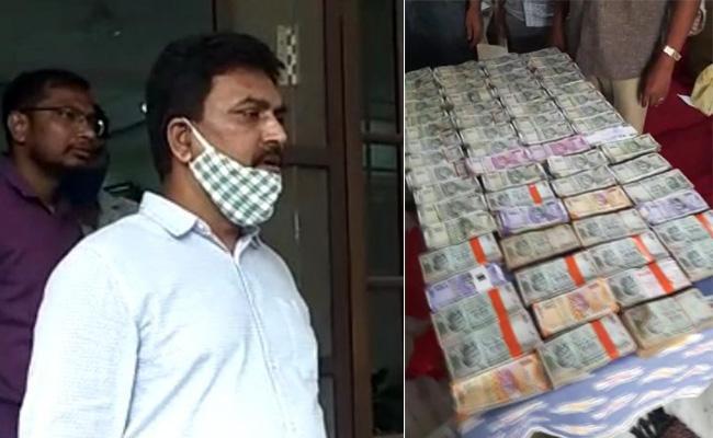ACB raids: Medak Additional Collector Nagesh caught for demanding Rs 1 crore bribe - Sakshi