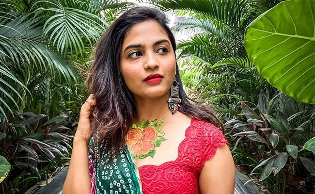 Bigg Boss 4 Telugu: Netizens Slam Dethadi Harika For Birthday Post - Sakshi