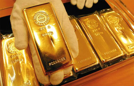 Gold and Silver prices flat in MCX, New York Comex - Sakshi