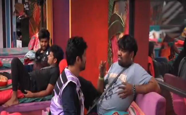 Bigg Boss 4 Telugu: Sohail Asks Apology To Master With Touching Legs - Sakshi