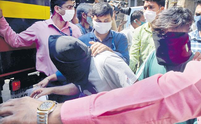 Republic TV CFO Summoned by Mumbai Police - Sakshi