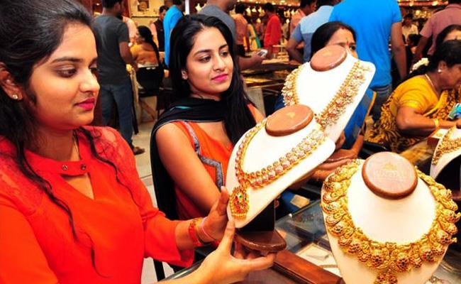 Gold and Silver prices jumps in MCX, New York Comex - Sakshi
