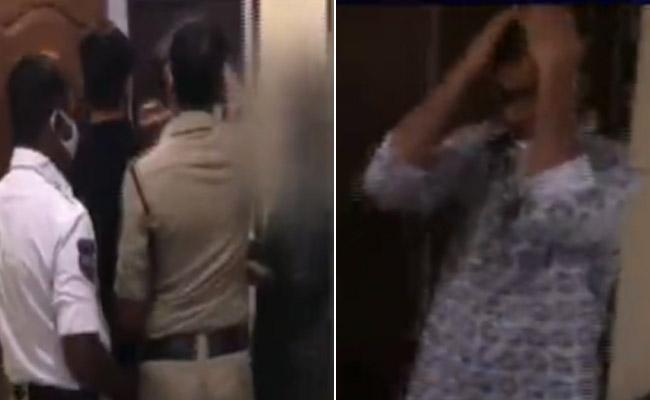 AR Constable Affair With A Woman Caught At Raidurgam - Sakshi