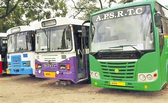 Reduction of 322 RTC buses from AP to Telangana - Sakshi