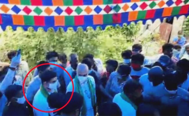 Bitter Experience To Nara Lokesh At Dondapadu In Guntur - Sakshi