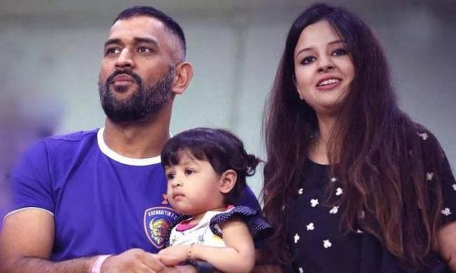 teenager arrested for posting abusive comments on ziva dhoni - Sakshi