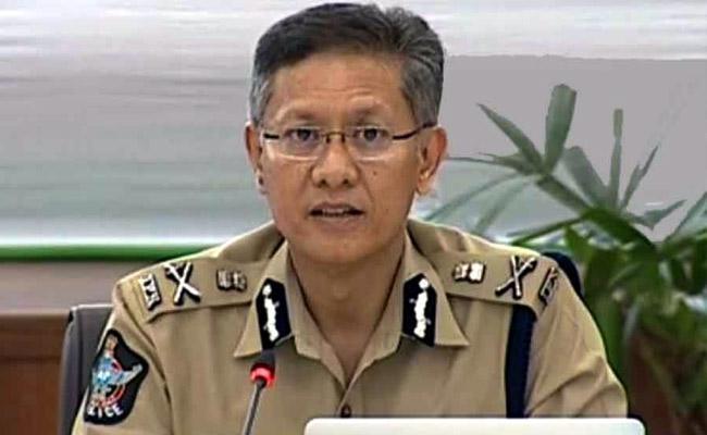 DGP Gowtham Sawang Alert Police Department Due To Heavy Rain Alert In Amaravati - Sakshi