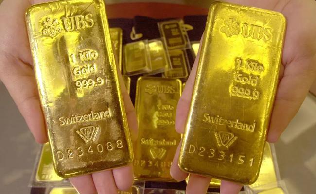 Gold Bag Missing In Banjara Hills Police Arrested Salesman - Sakshi