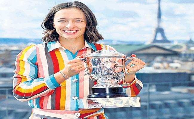 French Open winner Iga Swiatek breaks into top 20 - Sakshi