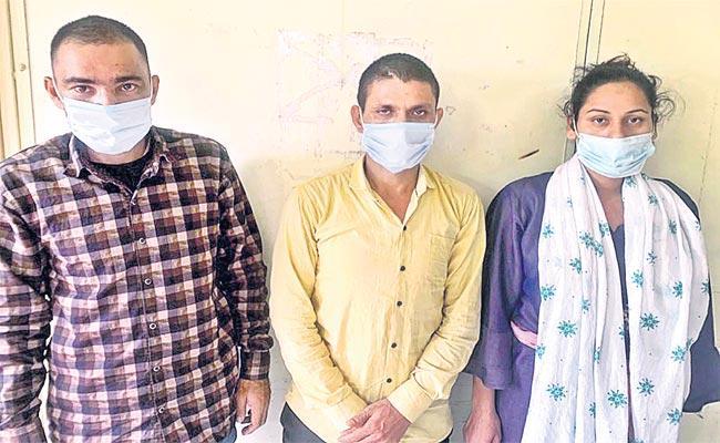 Nepal Robbery Gang Arrested In Hyderabad - Sakshi