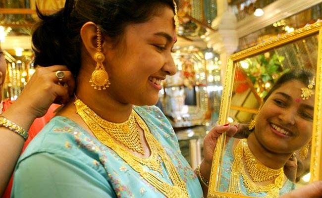 Gold Prices Today Fall For First Time - Sakshi